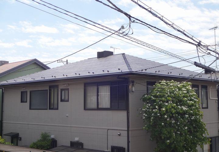 屋根の塗装かカバーかでお悩みされていました